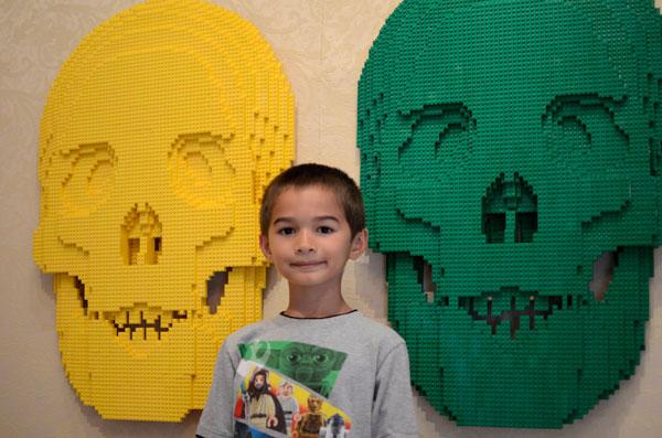 lego-art-scultpure-skulls