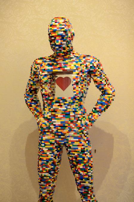 lego-scultpture-heart-man