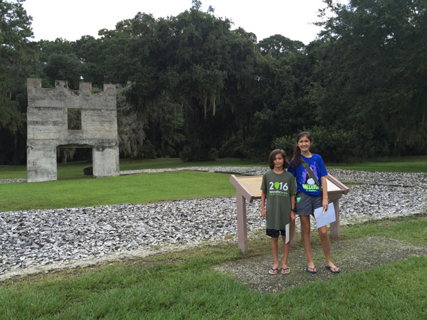 Fort_Frederica_junior_Ranger_pose
