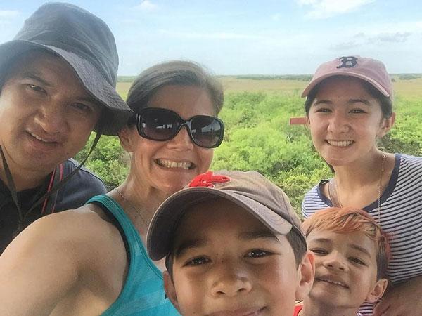 SharkValley_FollowGreg_Everglades_FamilyPortrait